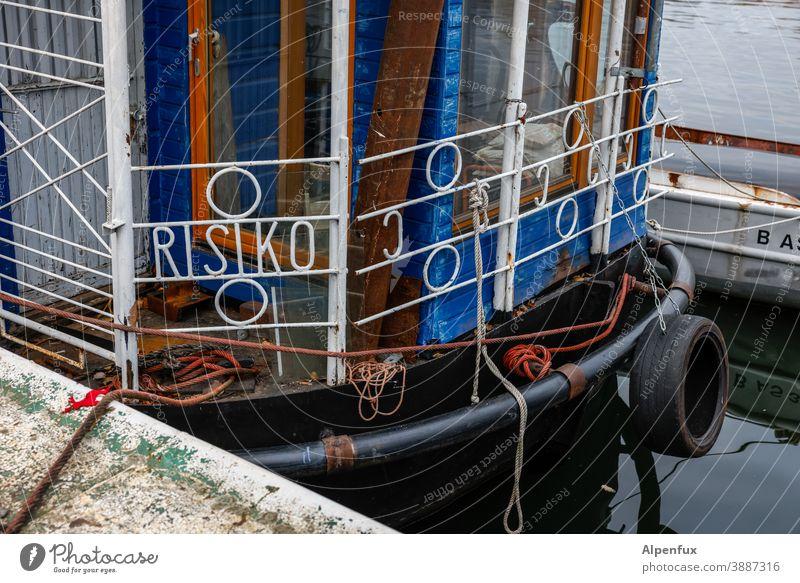 MS Risiko Boot Risikogruppe Risikogebiet Corona-Virus Infektionsgefahr Wasser Wasserfahrzeug Schiff Geländer Gefahr Ansteckend ansteckungsgefahr