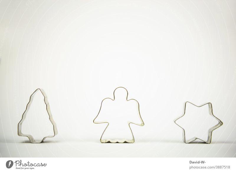 Weihnachten - Weihnachtsdekoration in Form von Ausstechformen Weihnachten & Advent Weihnachtsbaum Engel Stern Symbol weihnachtlich Platzhalter festlich