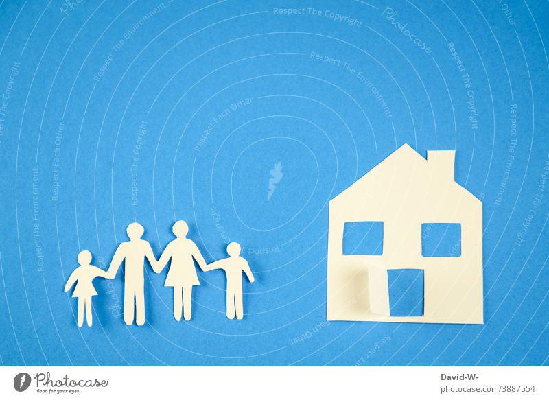 Familie und Eigenheim zu Hause Menschen zusammen Quarantäne draußen wohnen Immobilienmarkt zuhause gemeinsam Strichmännchen