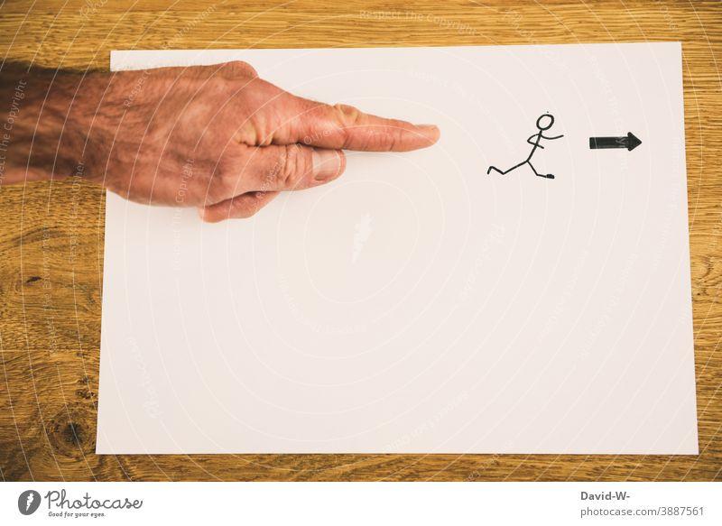 Wegweiser - in die Richtung - da geht es lang - den Weg weisen richtungweisend Pfeil geradeaus gesteuert Einschränkungen zeigen Zeigefinger Mensch