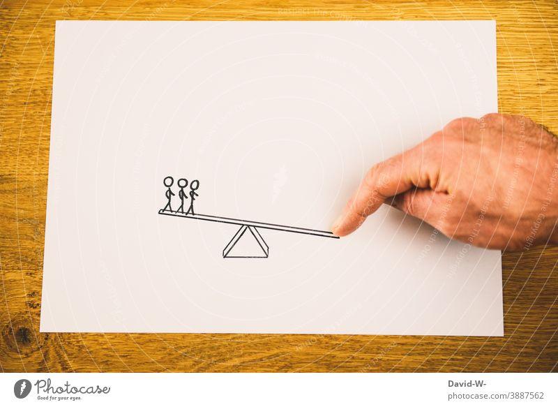 sich mit anderen messen vergleich Durchsetzungsvermögen Führungsstärke Gewicht Konzept gewichtig waage Gewinner Verlierer