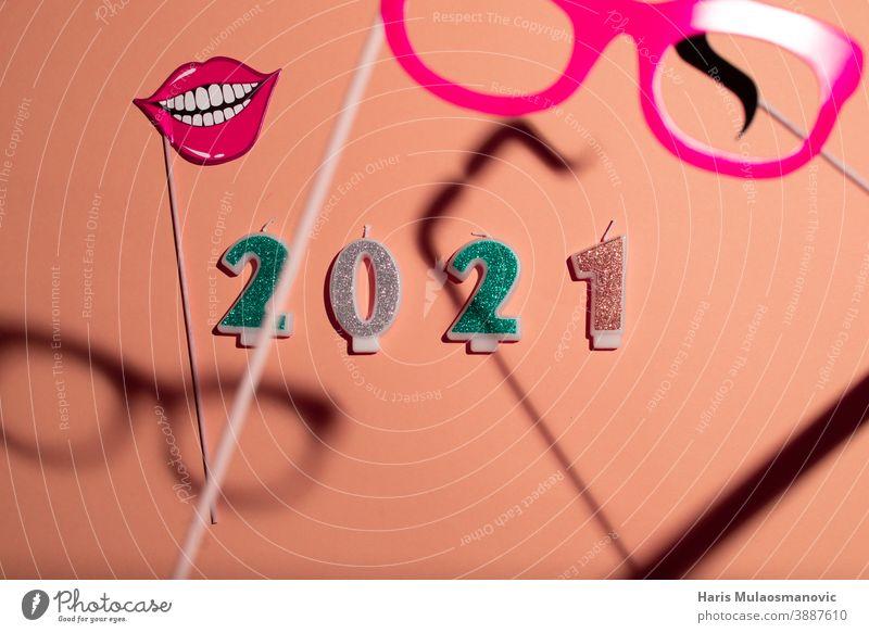 2021 Neujahr mit Kerzennummern auf pastellfarbenem Hintergrund Jahrgang Werbung Transparente schwarz Kalender Postkarte Feier Weihnachten Collage Countdown