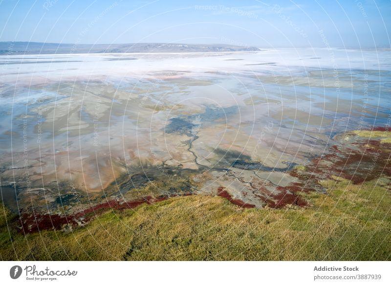 Meeresküste mit felsigen Mineralformationen MEER Küstenlinie Felsen Stein Formation Geologie Ufer Natur Meereslandschaft Landschaft reisen Tourismus Uferlinie