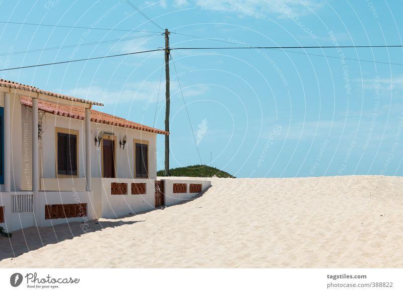PRAIA DE FARO - PORTUGAL Portugal Algarve Ilha de Faro Praia de Faro Düne Stranddüne Haus Strandhaus Sandalgarve Ferien & Urlaub & Reisen Reisefotografie Idylle