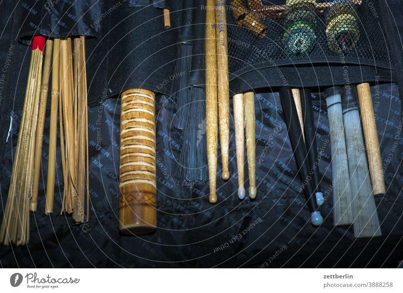 Drumsticks in der Tasche Schlagzeug besen drumstick jazzbesen rod schlagzeugstöcke tasche tournee transport zubehör brush brushes shaker shekere schlagzeugstick