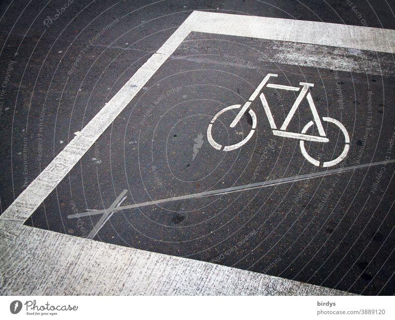 Radwegmarkierung, Fahrbahnmarkierung auf einer Straße vor einer Ampel Straßenmarkierung Markierung Fahrrad fahrbahnmarkierung Linien Asphalt Fahrradweg