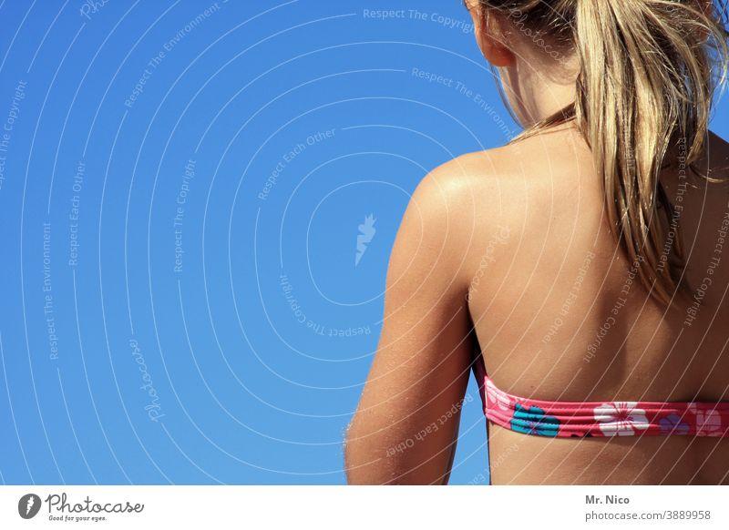 Bikinifigur Sommer Strand Sonne Ferien & Urlaub & Reisen Erholung Meer Haut Sommerurlaub Sonnenbad Rücken Mädchen Nackte Haut langhaarig Haare & Frisuren