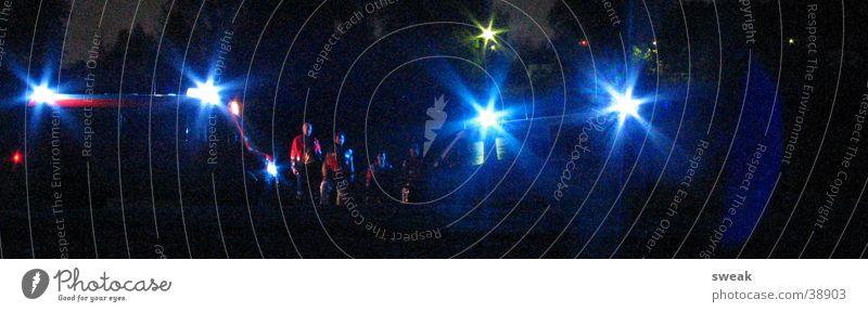 Sondersignal Menschengruppe Uniform Einsatz Krankenwagen Warnleuchte