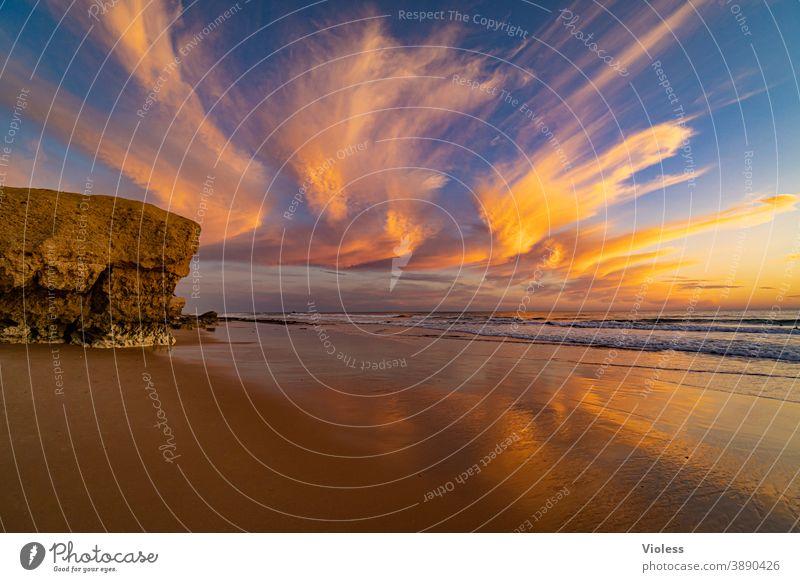 Wolken Schauspiel an der Küste der Algarve II Sonnenuntergang Gale Brandung entdecken Vale Parra Erholung Portugal Sand Wasser Strand Landschaft Romantik