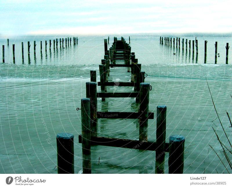 Steg im Winter Wasser kalt See Eis Ammersee