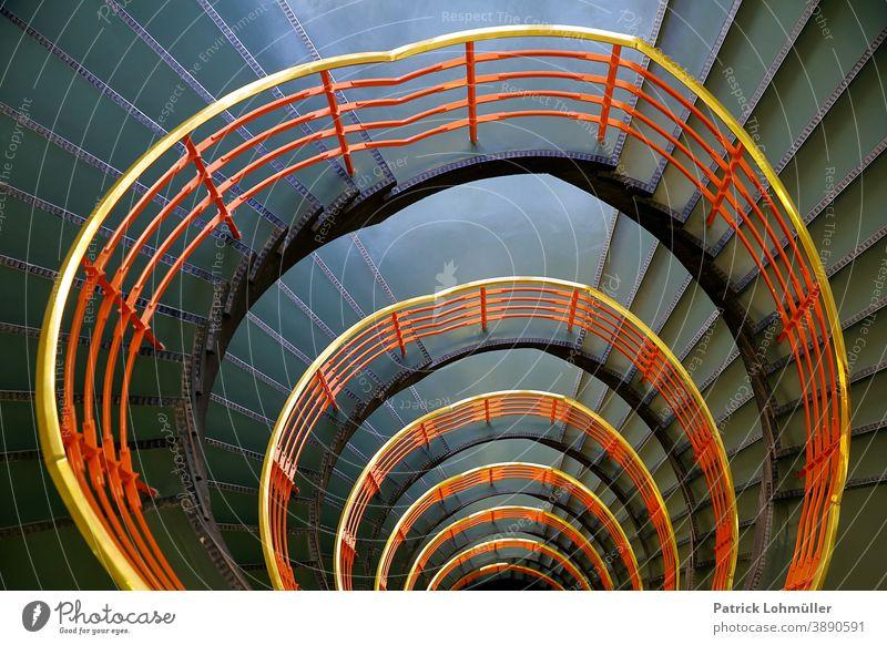 Treppenflur Treppenhaus Treppenhausgeländer Hamburg Kontorhaus Interieur Hansestadt leer niemand menschenleer Geländer rot grün abstrakt Innenarchitektur