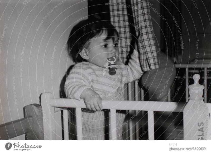 Komsumterror l Milch, Schnuller und die Bettenburg gabs... Kind Kindheit Kindererziehung Spielen Freiheit Mädchen Freude Glück Fröhlichkeit Lebensfreude