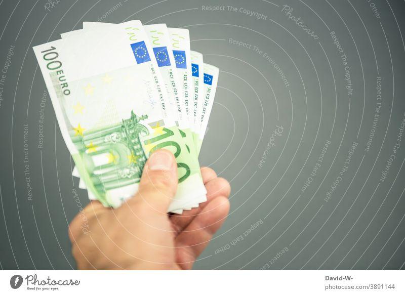 viel Geld in der Hand Geldscheine Reichtum Euro € Besitz kaufen Platzhalter Erfolg bezahlen Einkommen sparen Investition Einnahme