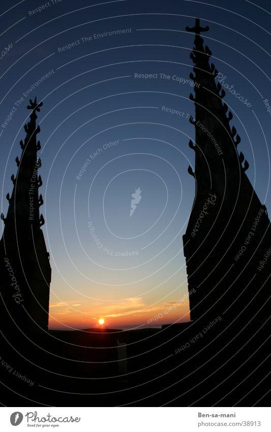 Türme ruhig Sonnenuntergang Götter Nacht kalt Architektur Abend Religion & Glaube Gott Himmel blau bedrohlich Ramen Ende