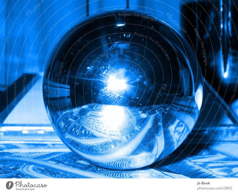 breaking perspectives blau Spiegel Glühbirne Wölbung
