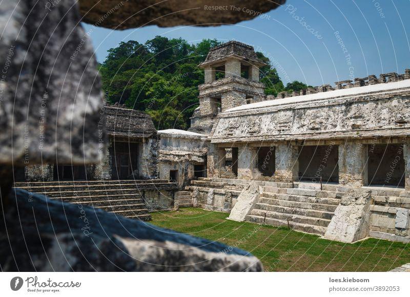 Patio im Palast des Maya-Tempels mit Aussichtsturm, Palanque, Chiapas, Mexiko Palenque Architektur Kultur Tourismus Zivilisation antik Wahrzeichen Turm Erbe