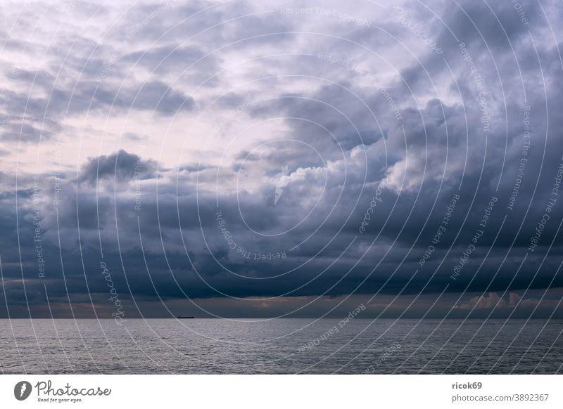 Wolken an der Ostseeküste bei Meschendorf Küste Meer Mecklenburg-Vorpommern Strand Himmel blau Wetter Klima Landschaft Natur Idylle Urlaub Reise Reiseziel