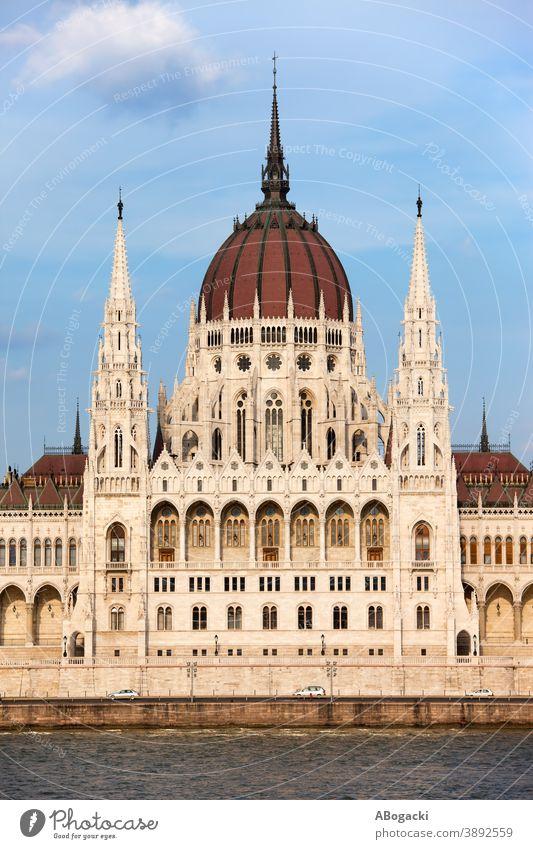 Ungarisches Parlamentsgebäude in Budapest architektonisch Architektur Anziehungskraft Gebäude Großstadt Donau Europa Außenseite Fassade Erbe historisch