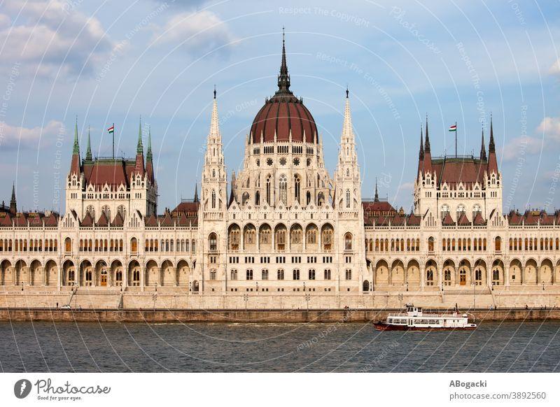 Ungarisches Parlamentsgebäude in Budapest architektonisch Architektur Anziehungskraft Gebäude Großstadt Donau Europa Außenseite Fassade Erbe historisch Ungarn