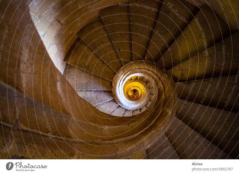 die Perfektion einer künstlichen Felsenschnecke Stein Spirale Architektur Treppenhaus antik reisen Kunst historisch Schnitzereien verziert alt behauen abstrakt