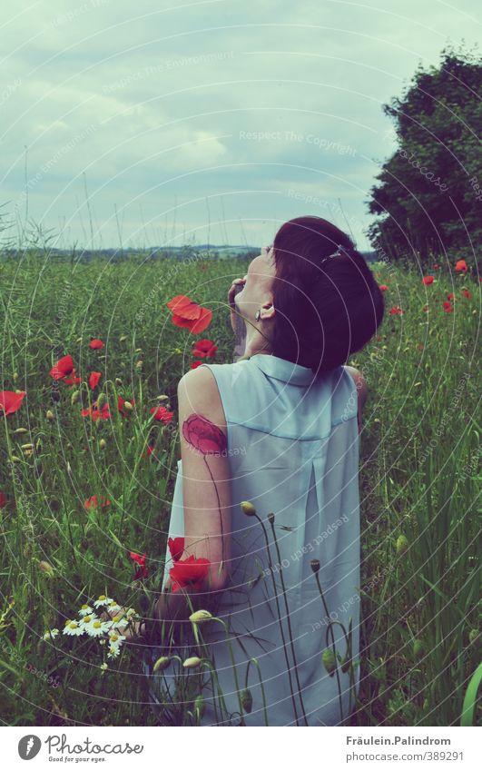 verwurzelt VI. feminin Junge Frau Jugendliche Erwachsene Arme 1 Mensch 18-30 Jahre Natur Landschaft Wetter Pflanze Blume Sträucher Nutzpflanze Wildpflanze Feld