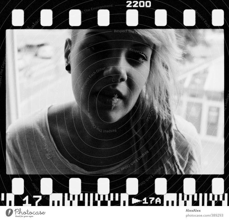 Hanna hat's! Jugendliche schön Junge Frau Erwachsene 18-30 Jahre Erotik sprechen Stil Kopf authentisch Kommunizieren Nase ästhetisch einzigartig T-Shirt