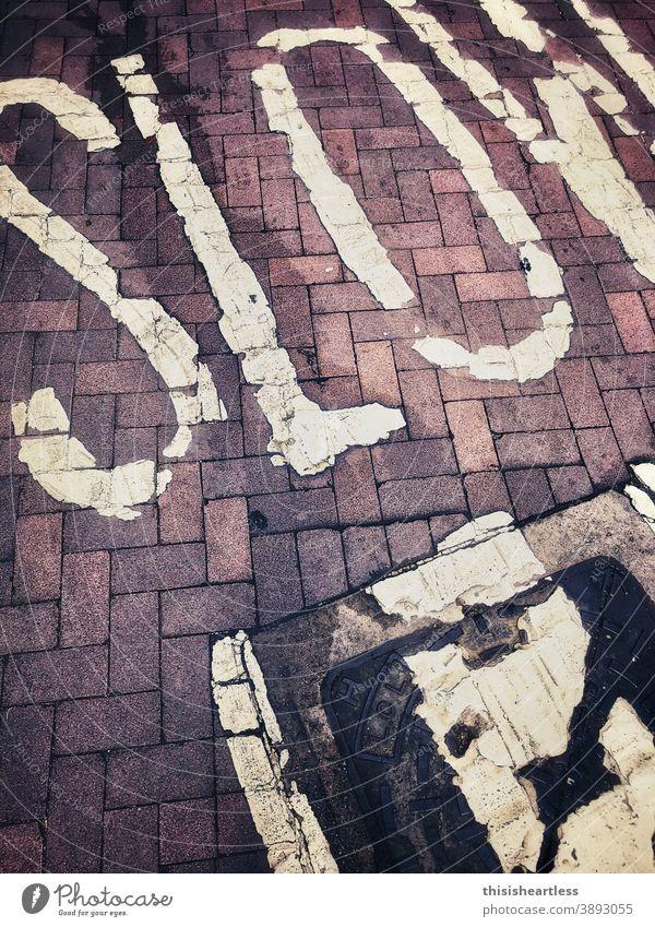 S L O W langsam Langsamkeit langsames Leben langsam fortbewegen langsam fahren langsam wie eine schnecke Zeichen Symbole & Metaphern symbol symbolisch Ansage