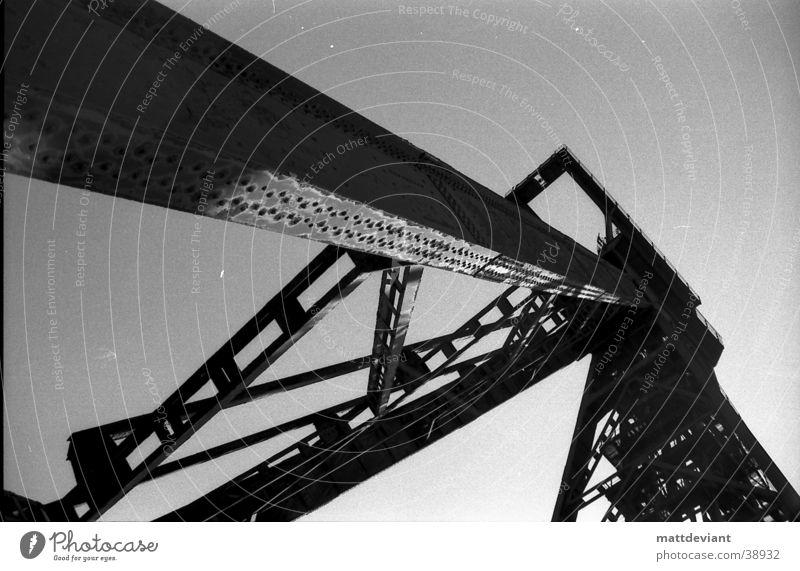 Kran Baustelle Architektur Einsamkeit alt Schwarzweißfoto Zerstörung
