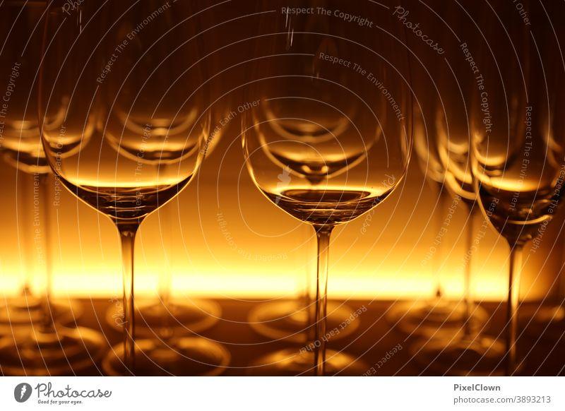 Gläser für den festlichen Anlaß Glas Licht Detailaufnahme trinken Alkohol Gastronomie glass Getränk Feste & Feiern Bar Wein Party Nachtleben