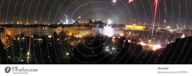 Happy new Wien Nacht Silvester u. Neujahr Dach Langzeitbelichtung Panorama (Aussicht) Österreich Europa Feuerwerk Rathausplatz groß Panorama (Bildformat)
