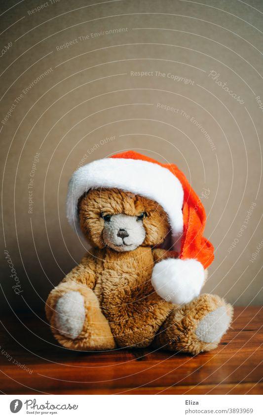 Teddybär mit Weihnachtsmütze Weihnachten weihnachtlich Stofftier Kuscheltier Nikolausmütze Kindheit rot Bär Spielzeug Weihnachtsteddy Weihnachten & Advent braun