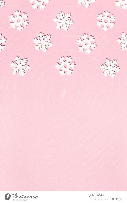 Winterhintergrund mit Schneeflocken festlich Weihnachten dekorativ weiß Rahmen Feier leer Grafik u. Illustration saisonbedingt Raum Kopie Feiertage hölzern