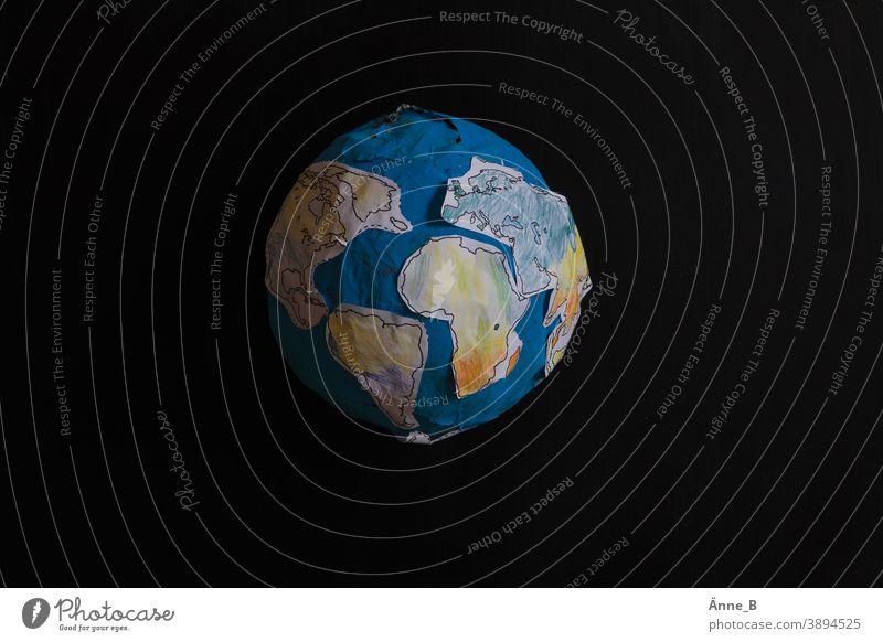 Globus aus Papier Erde Kontinente Afrika Nordamerika Südamerika Asien Europa Meer Ozean Kugel Pappmaché Bastelmaterial Basteln Kinderzimmer Kunstunterricht