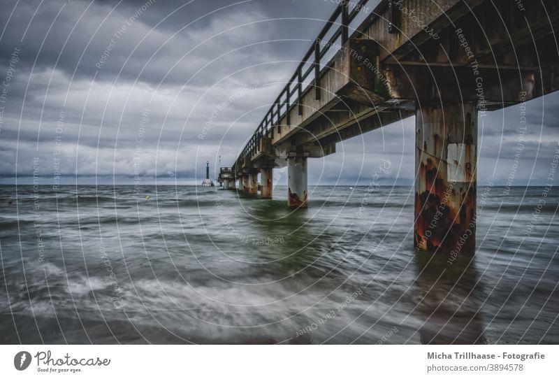 Wind und Wellen an der Seebrücke Zinnowitz / Insel Usedom Ostsee Tauchglocke Wetter Himmel Wolken Wasser Landschaft Natur Tourismus Ferien & Urlaub & Reisen
