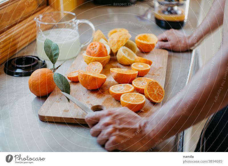 Orangen- und Zitronensaft Organgen Organgenschale Zitronenschale Orangensaft Limonade Sauer Süß Lecker Essen Lebensmittel Obst Früchte Farbenfroh frisch