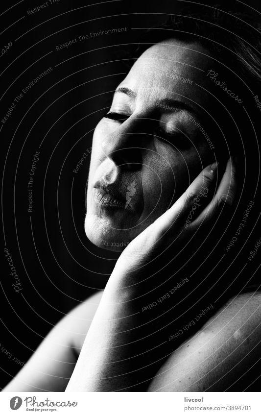 reife frau VI, spanien Porträt schön attraktiv gestikulierend Finger Stille Verlockung Selfie eine Person Reife Frau Menschen romantisch romantische Haltung