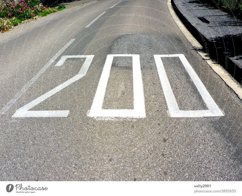 runter vom Gas... 200 Geschwindigkeitsbegrenzung Höchstgeschwindigkeit Straße Verkehrsschild Außenaufnahme Verkehrswege Autofahren Straßenverkehr