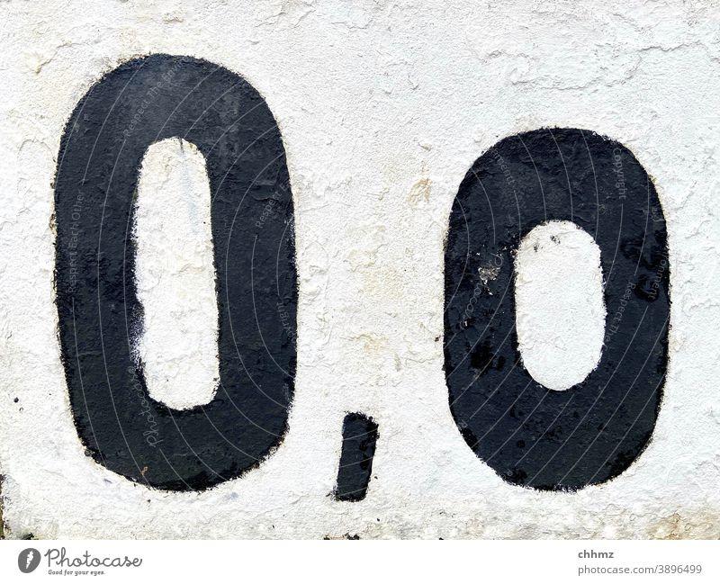 0,0 Zahl Ziffern & Zahlen null Wenig Nichts Schilder & Markierungen Hinweis Schriftzeichen Nummer Wand Komma weiß schwarz Zeichen