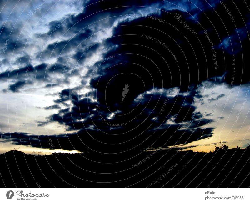Dämmerung Himmel Wolken dunkel