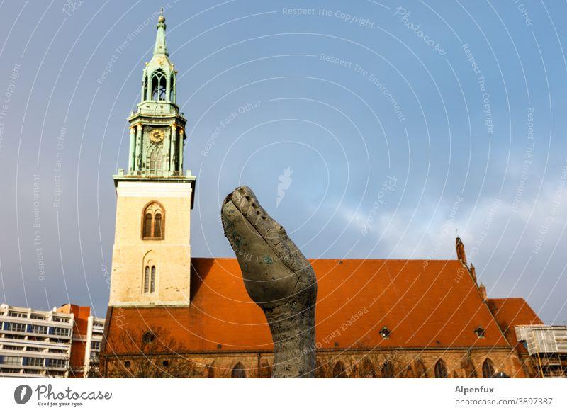 Zeit für den Apfel ! Nachbarschaften Schlange Kirche Tierporträt Reptil Verführung Menschenleer Wildtier Religion & Glaube religion Christentum Gotteshäuser