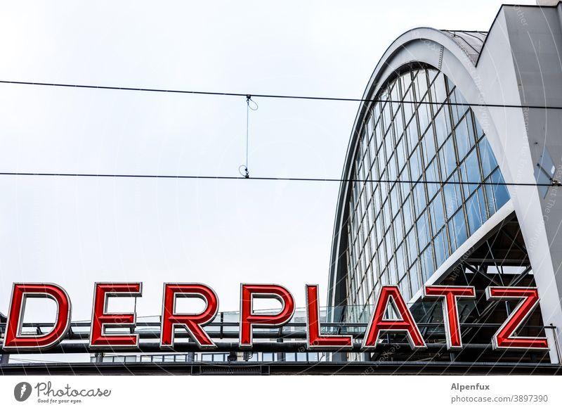 Ein Platz für Alexander Alexanderplatz Berlin Architektur SBahn Bahnhof berlin Hauptstadt Berlin-Mitte Stadtzentrum Tourismus Farbfoto Menschenleer Deutschland