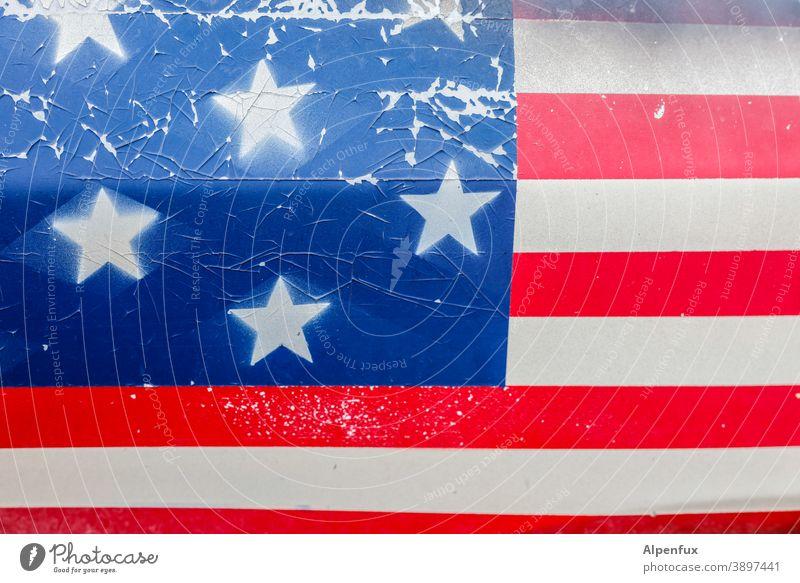 der Lack ist ab USA Flagge Amerika Patriotismus Nationalflagge Politik & Staat Trump Fahne Stars and Stripes Streifen Niedergang Vereinigte Staaten Amerikaner