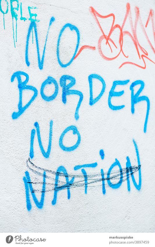 Graffiti No Border No Nation abstrakt Kunst Motorhaube Großstadt abschließen farbenfroh Comic kreativ Abziehbild Versand Botschaft Schriftart Hoffnung
