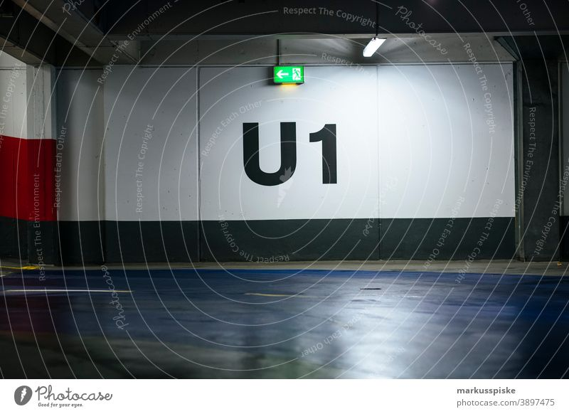 Parkdeck U1 Autogarage Karriere Farbe Verzeichnis Autobahn highwaysign international Markierung mph Nummer Parkhaus Straße Straßenmarkierung Route Zeichen