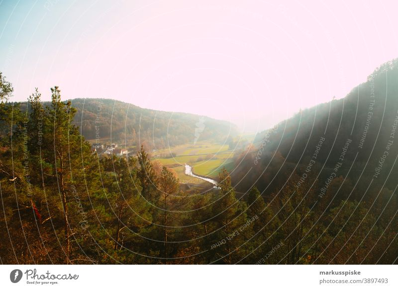 Fränkische Naturlandschaft - Leinleitertal fernsicht Aussicht wandern Tourismus Nachhaltigkeit Oberfranken Bayern wald felsen Felsformation sonne Sonnenschein