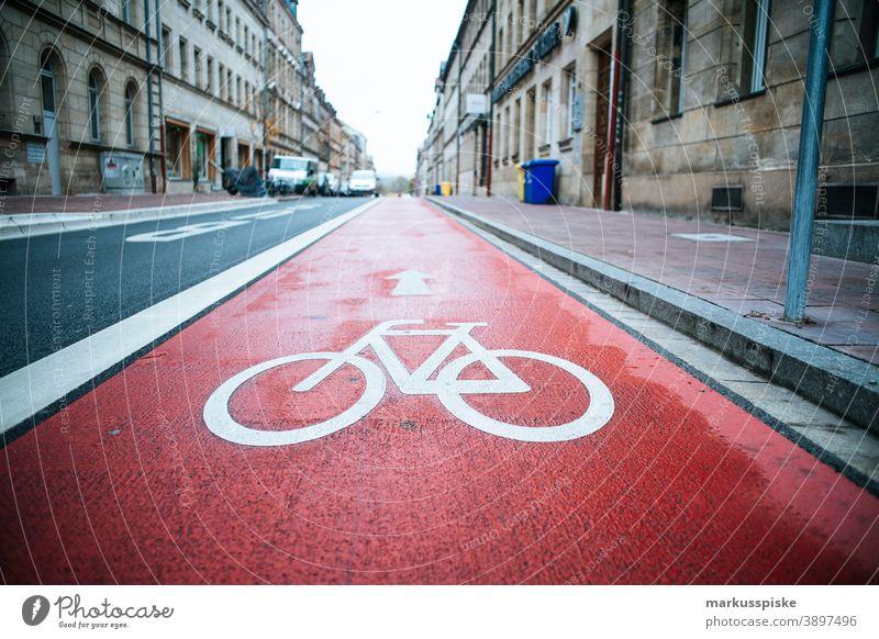 Fahrradweg Fahrradstraße Ladung Cargo-Bike-Anhänger Frachtanhänger Bürger klimafreundlich verkrüppelt Zyklus Öko umweltfreundlich ökologisch wirksam beständig