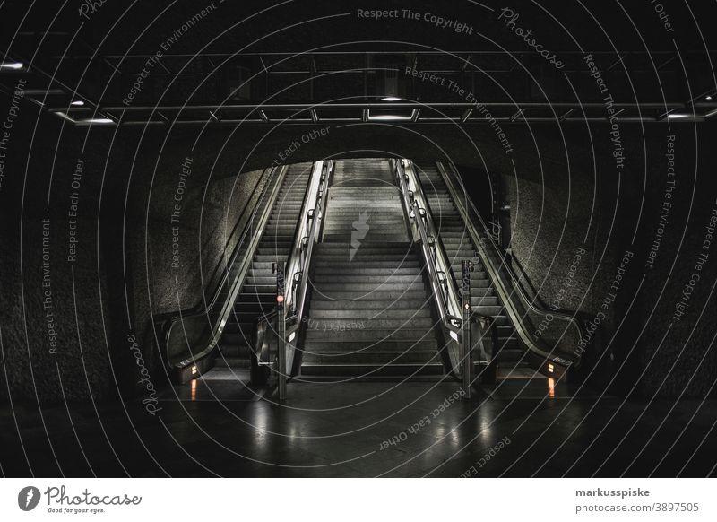 U-Bahn Straßenbahn Rolltreppe Mobilität Verkehr Bayern Deutschland u-bahn Tube unterirdisch Nahverkehr Öffentlicher Nahverkehr Pendeln Bewegung Unschärfe