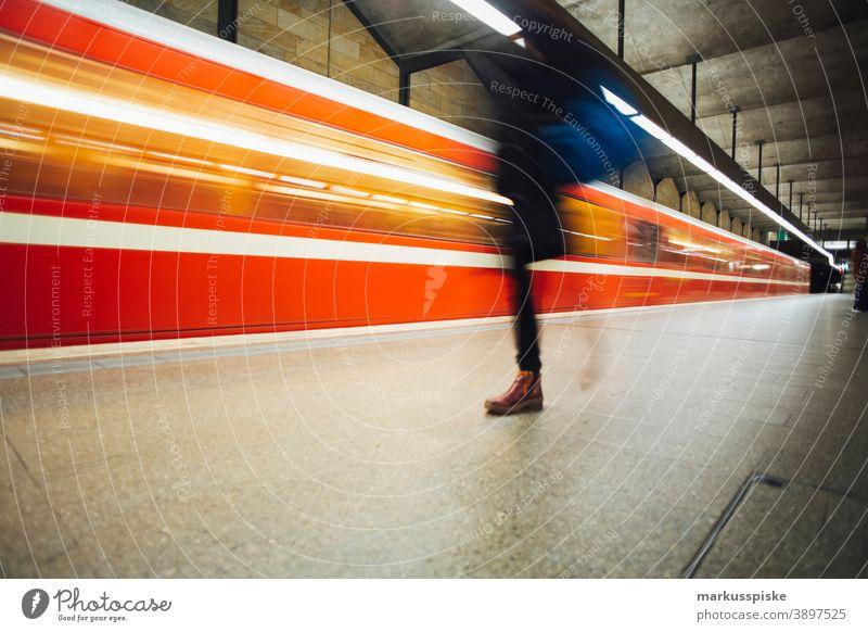 U-Bahn Straßenbahn U-Bahn Mobilität Rolltreppe Verkehr Fürth Bayern Deutschland u-bahn Tube unterirdisch Nahverkehr Öffentlicher Nahverkehr Pendeln Bewegung