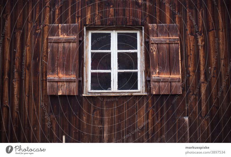 Holzscheue Fenster Wand Fassade Garage Versiegelung Flächenverbrauch Scheune vintage verwittert Verwitterung Lagerhalle Landwirtschaft