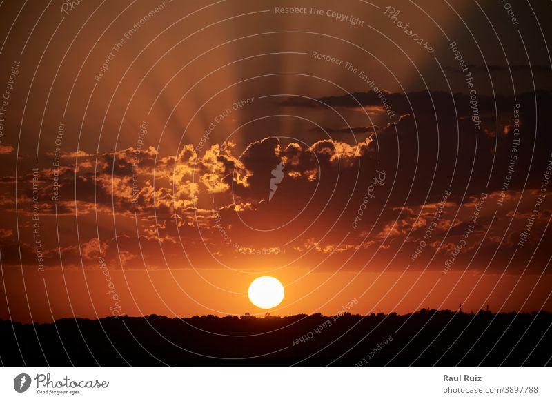 Die Sonne geht hinter dem Horizont unter Cloud Tag Saison Himmel (Jenseits) Ansicht solar im Freien idyllisch ruhig Landschaft Schönheit Hintergrund